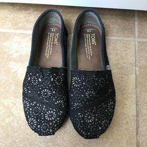 🌻Tom's Youth size 4 Black crochet slip on!